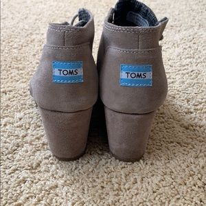 TOMS Tan suede wedged size 7.5